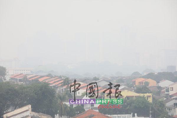 烟霾来了 空污指数破200布云造雨 雪州跟着中央走