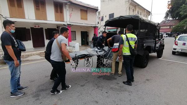 警方把死者遗体送往甲中央医院太平间解剖,以查出死因。