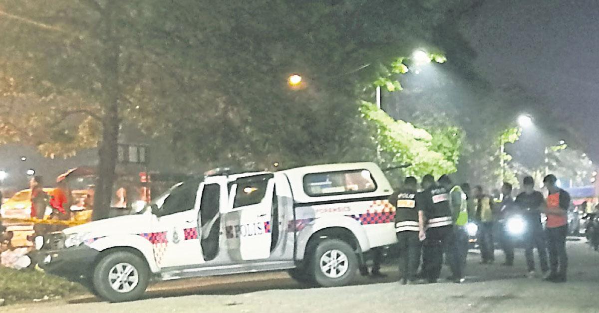 警方抵达现场后封锁现场,随即展开调查。