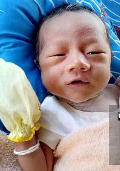 18天大男婴。