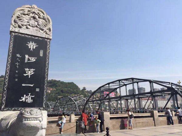 ▲黄河第一桥是游兰州必打卡点。