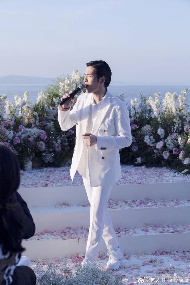 萧敬腾在向佐婚礼献唱《Marry me》。图/向太陈岚微博