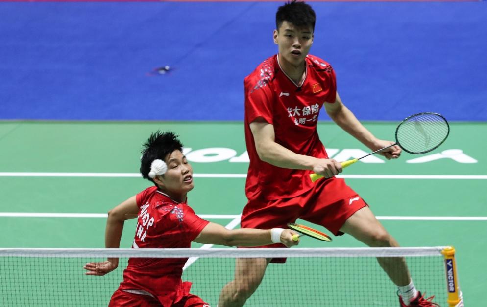 王懿律(右)与黄东萍湔雪世锦赛不敌之仇,击败泰国组合晋决赛。(新华社)