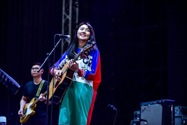 黄淑惠在面书感性发文,呼吁歌迷朋友买票支持阿尔梵。
