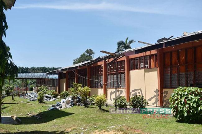 校舍屋瓦被吹走,维修工程将在未来7周内完成。