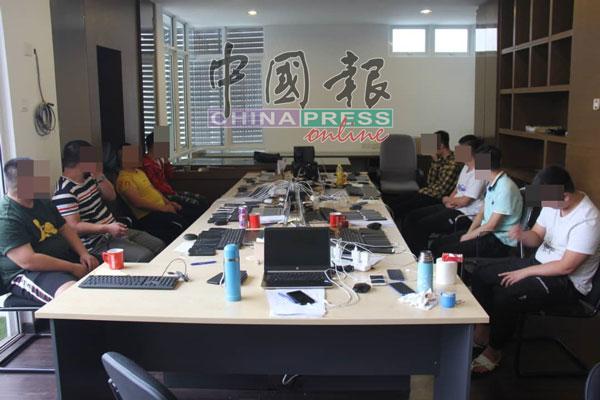 警方在罗眼路一单位,捣破中国网络诈骗集团的运作中心。