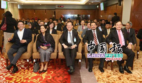 约50名朝野国会议员,出席与独中统考特别委员会的对话会。