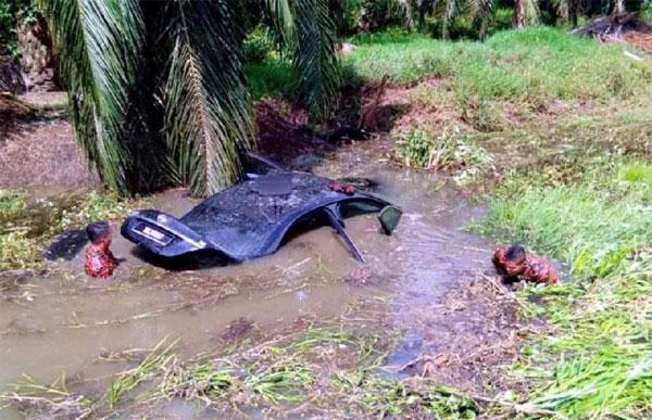 消拯员涉险搜救寻人,但车主一早已逃出生天。