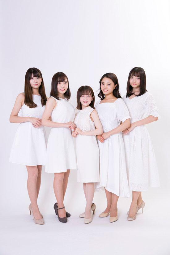 5最后决选的候选人中,大渊野野花身材特别娇小。