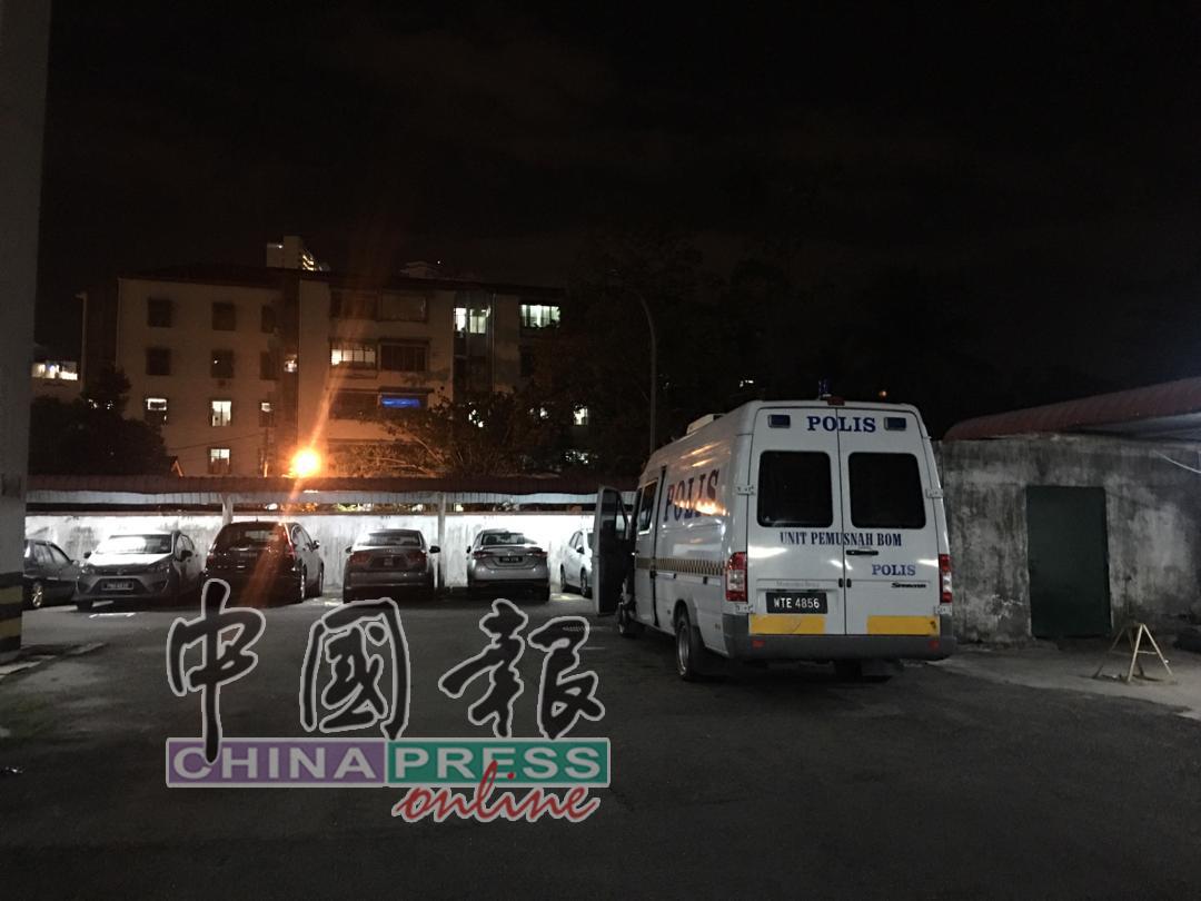 警方拆弹小组受召到场调查。
