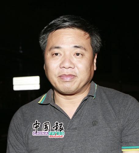 郑国球称他将陪同被捕3人的妻子,在武吉阿曼警察总部外留宿。