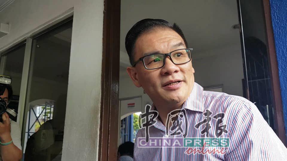丘光耀周三下午进入武吉阿曼警察总部录口供。