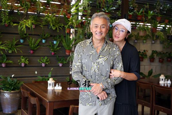 吴岱融与锺淑慧结婚多年,但恩爱不减。