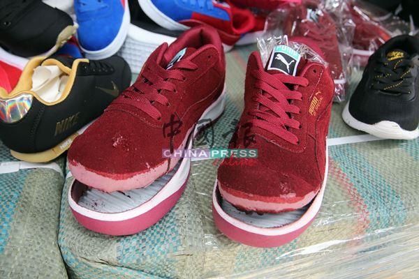 """国际名牌仿冒运动鞋制作手工粗糙,只要稍微用力扯,鞋底就已裂开成为""""鳄鱼嘴""""。"""