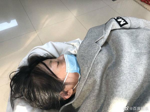 徐冬冬动切除粉瘤手术出意外,被紧急送往急诊中心。