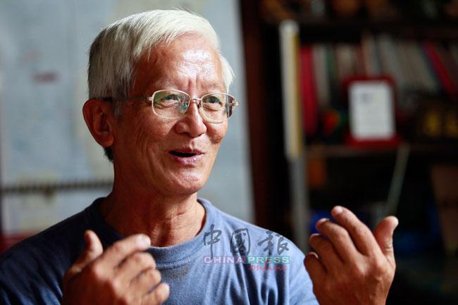 韦远进曾于家乡邦咯岛华联小学执教,后来在实兆远中正华小执教及出任校长。