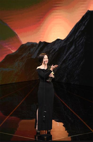 杨雁雁凭《热带雨》登上影后宝座。(图/金马影展面子书)