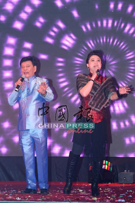 林秋燕为了力挺昌哥,努力练歌再次站上舞台献唱。