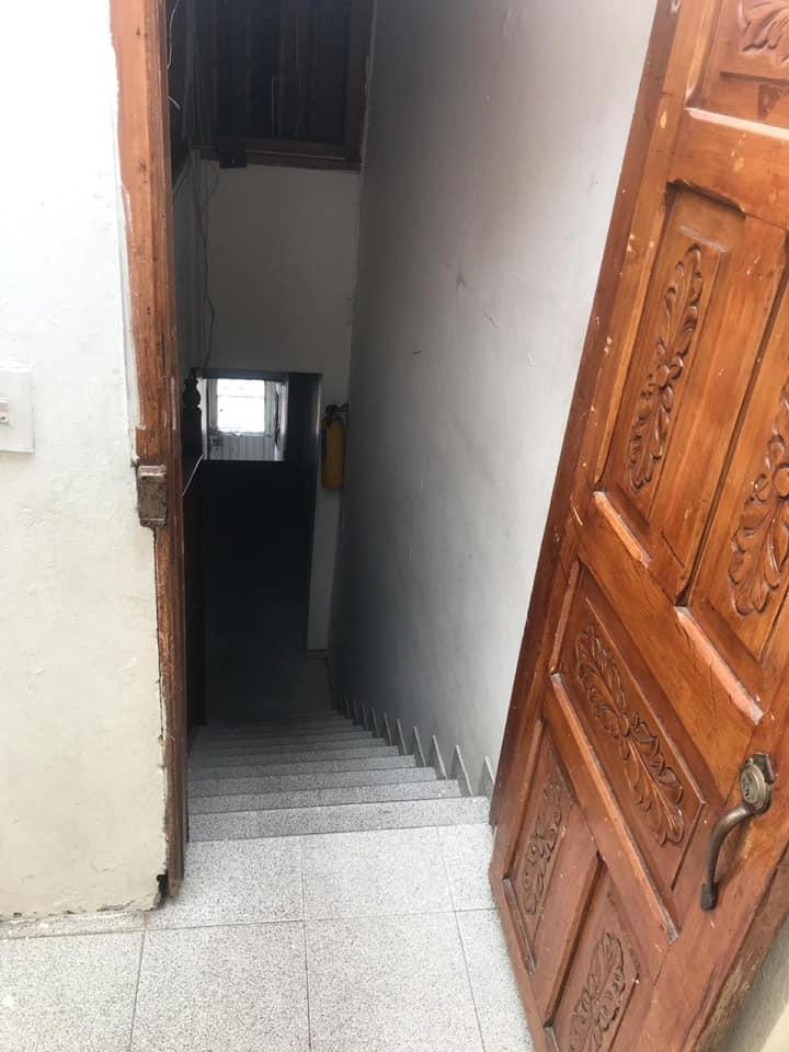 事中楼梯口。 (取自面子书)