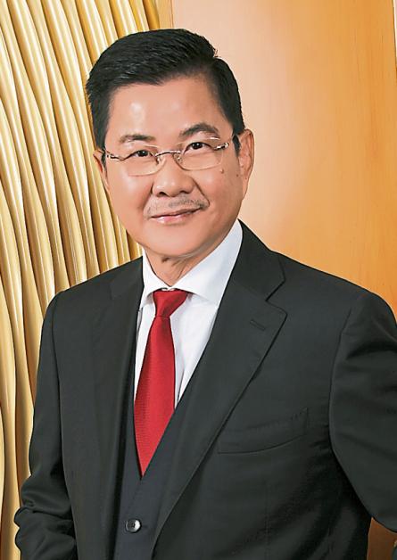 ▲除了敬佩,江健弘也视丹斯里邝汉光为永远学习的榜样。