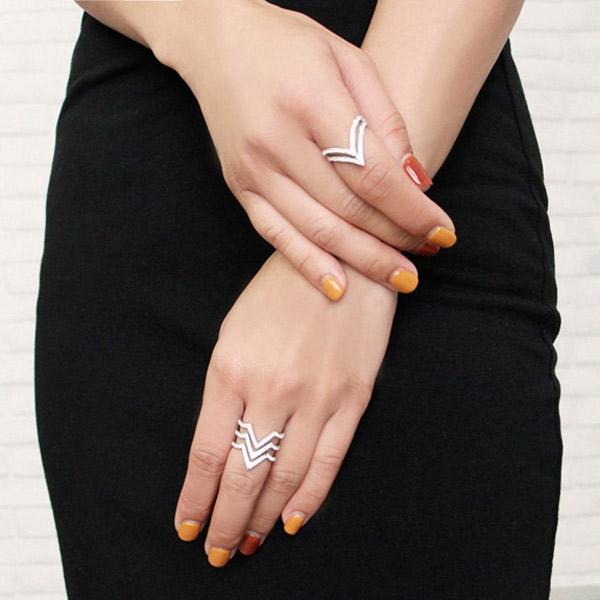 JDF也有推出戒指系列,超贴心的他们还会为新顾客附送戒指测量器!