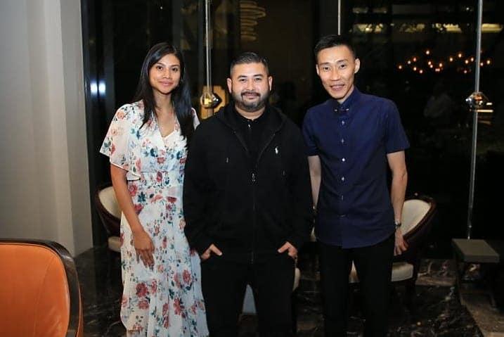 李宗伟(右起)与东姑依斯迈及卡丽达相见欢。