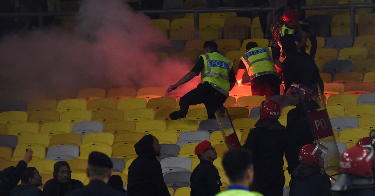 印尼球迷破坏了不少座椅,行径让人失望。(摄影:本报卢淑敏)