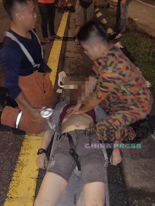 消拯員趕抵現場將死者移出車外救治,證實其頭部重傷身亡。