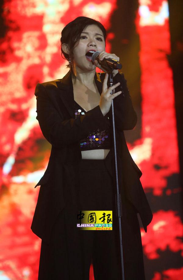 """王雪晶表示十大义演除了是能够锻炼自己的舞台外,也是个""""增胖团""""。"""