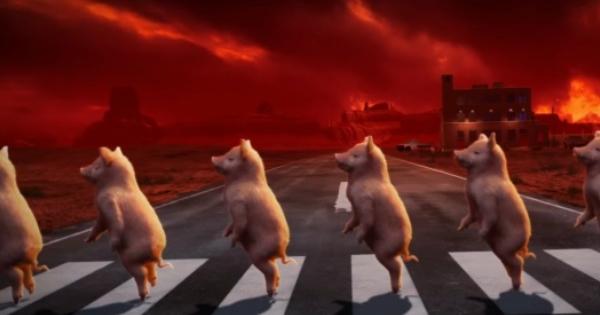 """红色天空底下的""""人形猪""""。(网上图片)"""