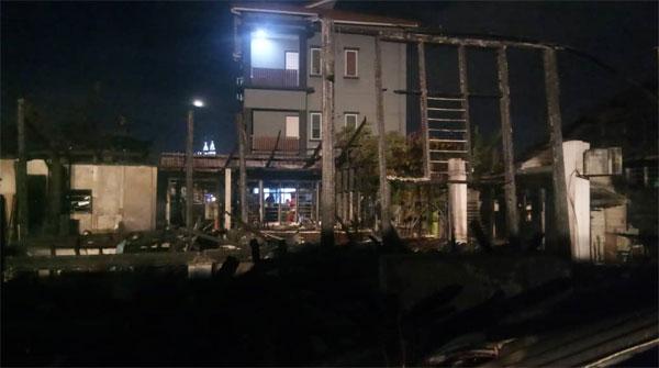 着火住家被烧毁约100%,当局目前仍在调查起火原因。