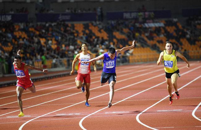 卢瑟纳昔泰益(右)仅能在200公尺赛夺下铜牌。(法新社)