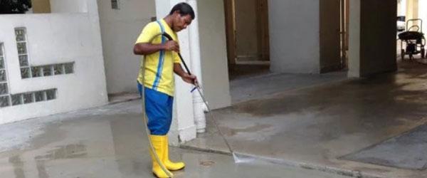 狮城公司发出征聘帖,注明要请大马大学生当清洁工。(示意图)