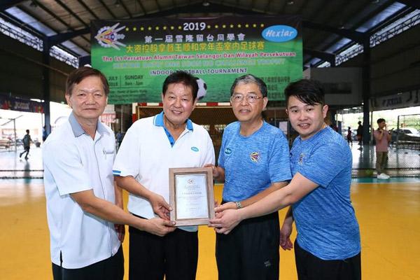 """年轻时热爱运动的王顺和,至今一直赞助各项运动赛事,旨在推广""""快乐运动,健康生活""""的理念。"""
