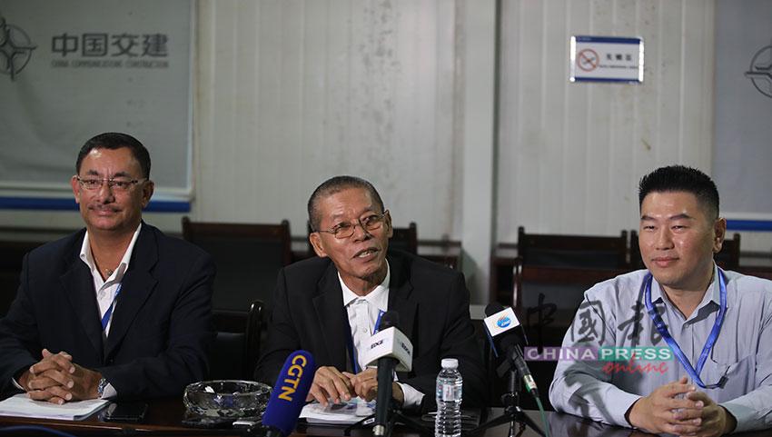 萨特南(左起)、奥斯曼及谢智远分享东铁计划搁置期间,留守工作岗位的心情及感想。