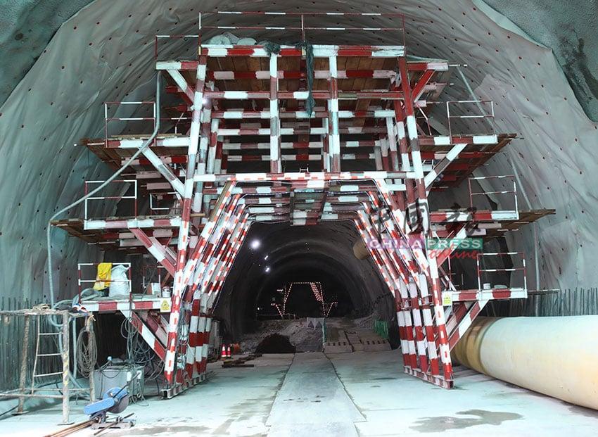 隧道挖掘工程仍在如火如荼进行中,目前的挖掘范围为100公尺。