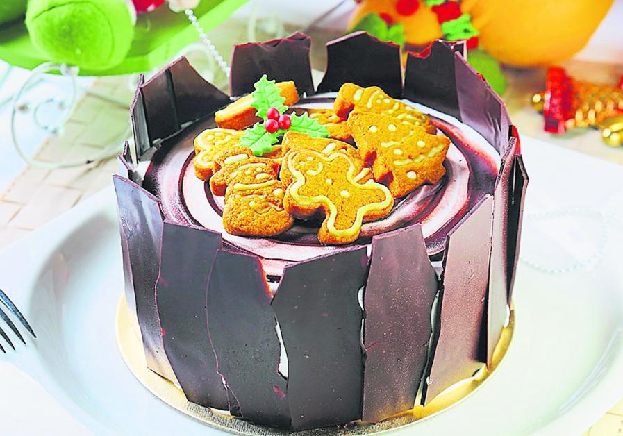 树干蛋糕造型多变,有些直立起来、还会配搭姜饼人。