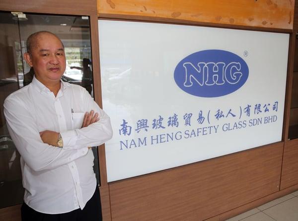 """由拿督陈俐蒝创立的南興玻璃集团,自始至终坚持""""品质至上、安全第一""""的理念。"""