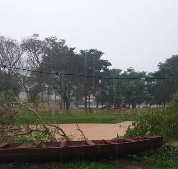 居銮一早大雨,居民忧河水泛滥,市区也淹水。