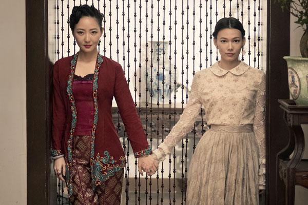 吴俐璇(左)是天青的同父异母姐姐,纪培慧(右)则是天白的未婚妻。