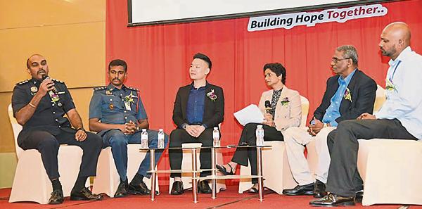 曾进强(左3)曾受邀参与分享,与来自各界的主讲嘉宾,分享关于如何照顾精神健康的课题。