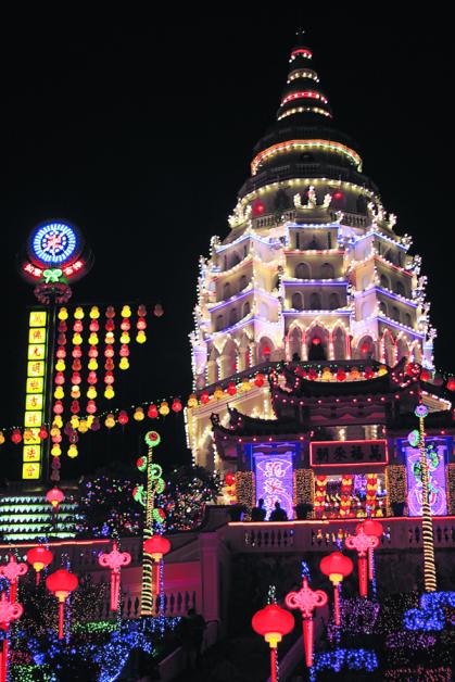 新春期间吃晚饭后,不妨结伴到极乐寺共襄盛举,错过就要等下一年!