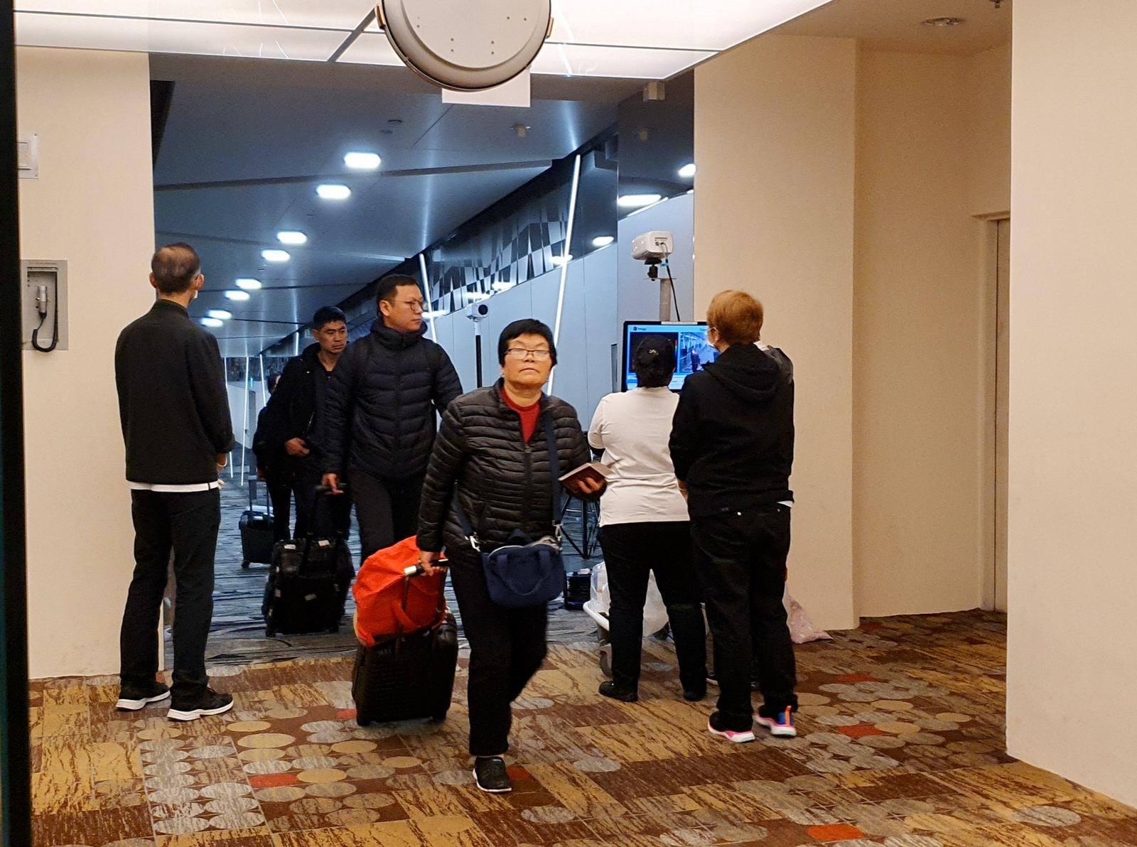 樟宜机场周六起采取防范措施,凡从中国武汉抵新的乘客都须接受体温检测,防止当地肺炎传入我国。(取自许文远面子书)