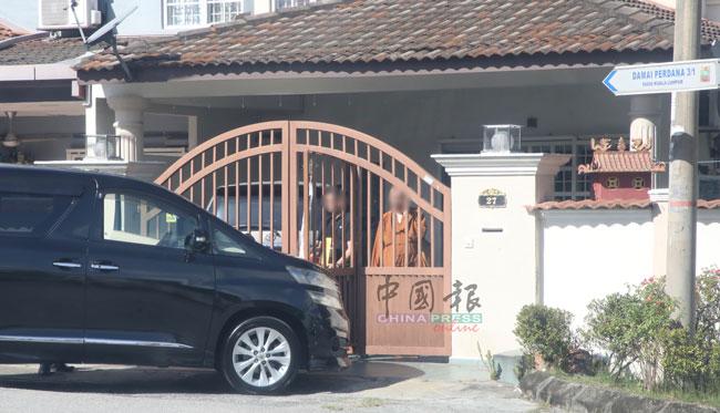 本报记者周五(3日)走访女童住家,女童亲友三缄其口,谢绝采访。