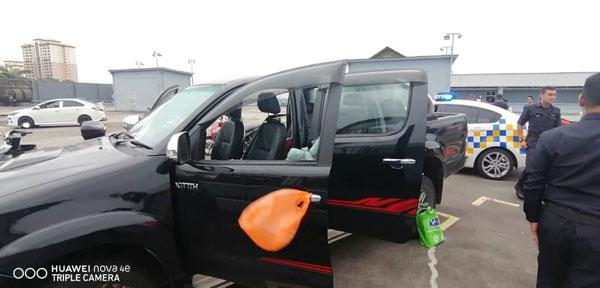 警方及消拯员前往案发现场提供支援,惟华裔男子返魂乏术。