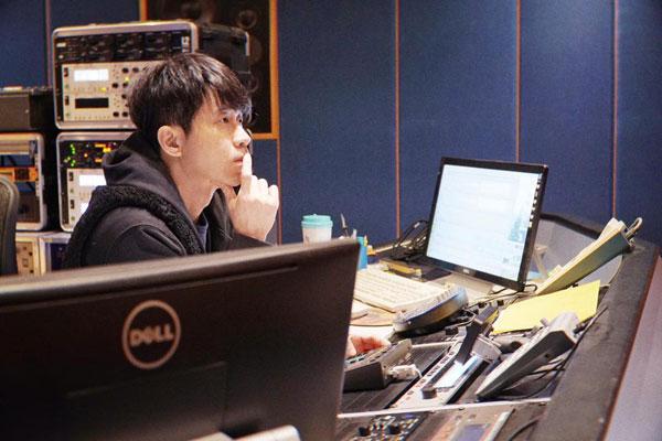 光良日前已完成新专辑《绝类》的母带后期制作。
