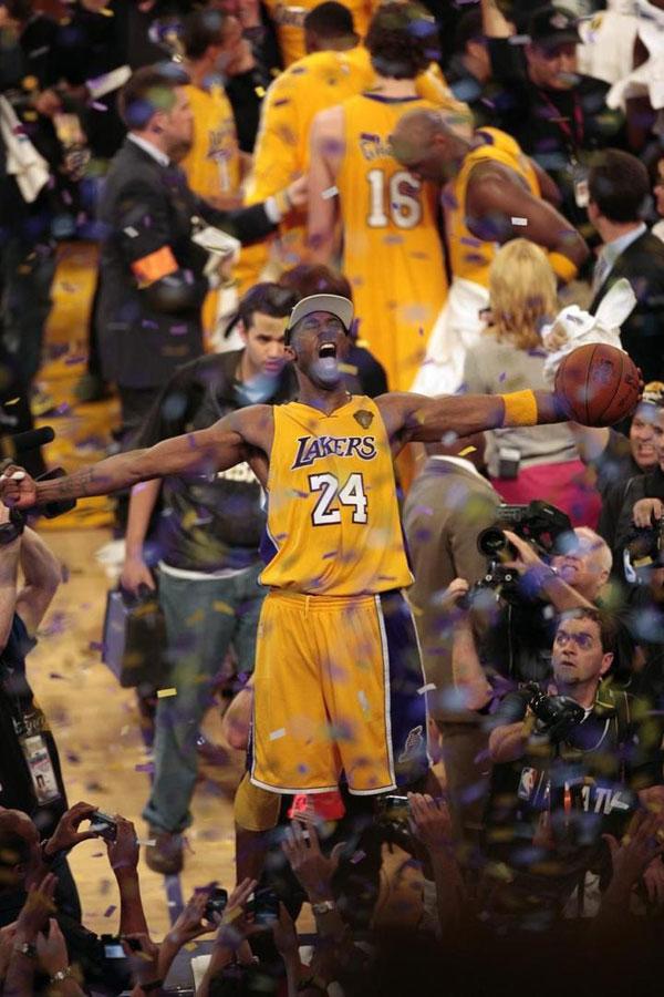 柯比布莱恩5次夺得NBA总冠军。 (柯比推特)