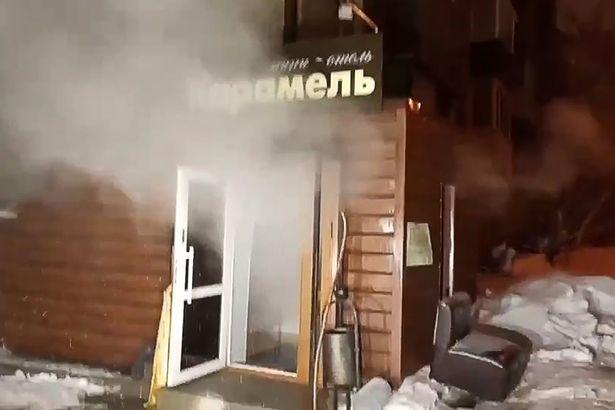 俄罗斯卡梅尔迷你酒店发生热水管爆裂意外,热蒸汽从酒店溢出。
