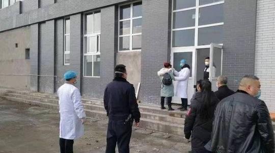 武汉女工辱骂村镇干部及工作人员。