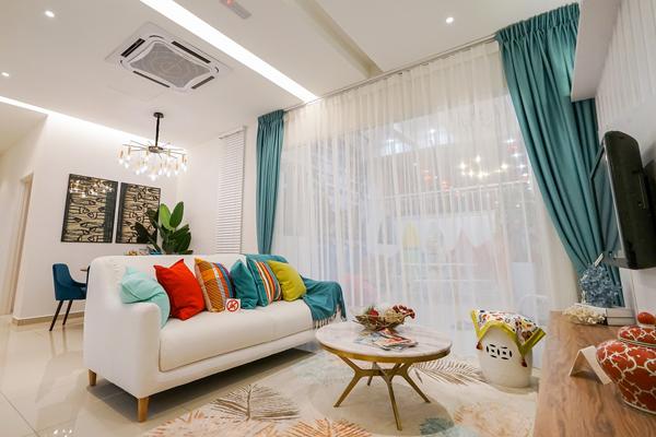 格局明亮宽敞的起居室,适合全家大小齐聚。
